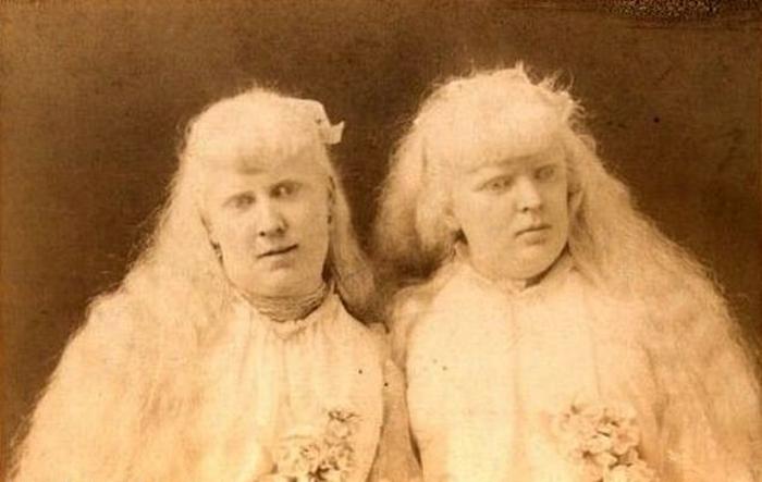 Флоренс и Мэри Мартин.