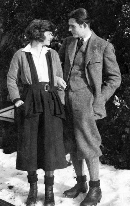 Хемингуэй и Хедли в 1922 году.
