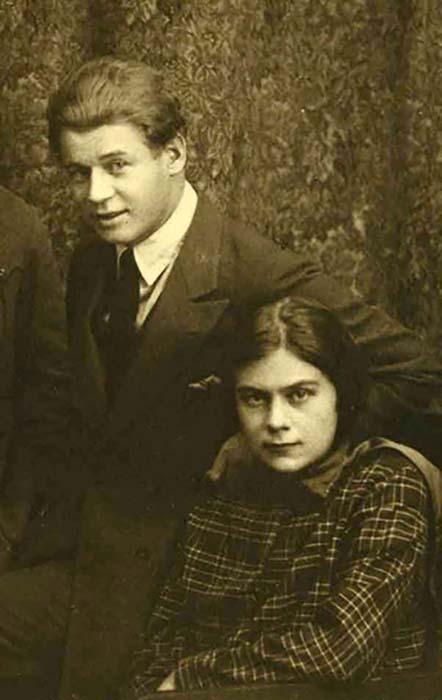 Сергей Есенин и Софья Андреевна Толстая, 1925.