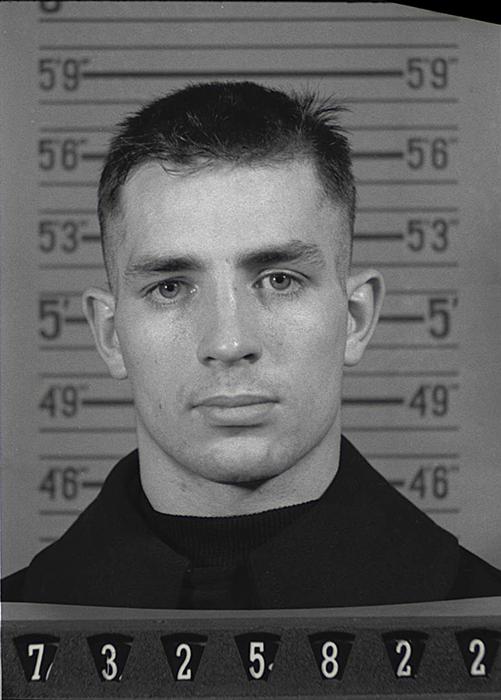 Фотография Керуака в документах военно-морского резерва, 1943 год.