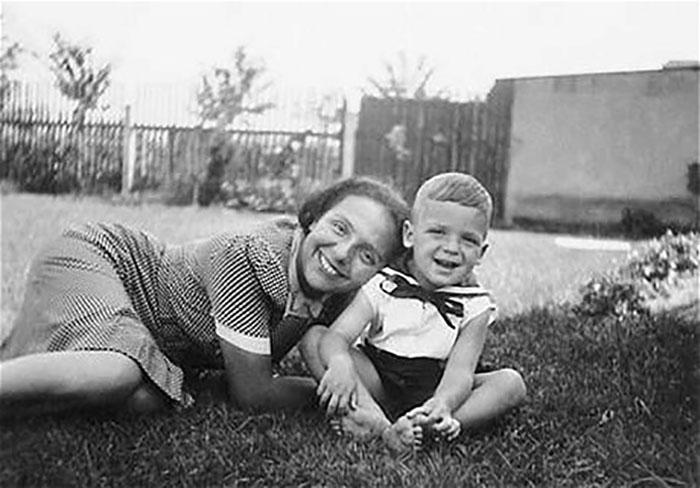 Алиса со своим сыном.