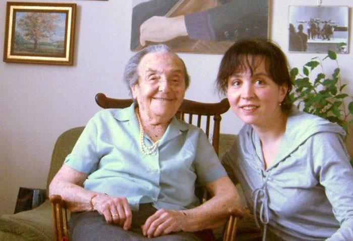 Алиса Херц-Зоммер с пианисткой Луизой Борач в 2010 году в Лондоне.