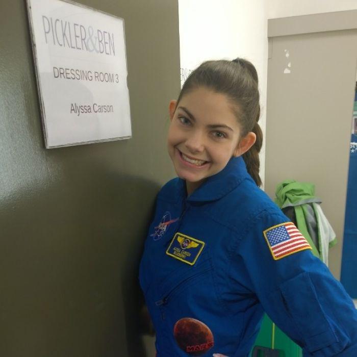До 12 лет девочка посетила все специализированные лагери NASA.