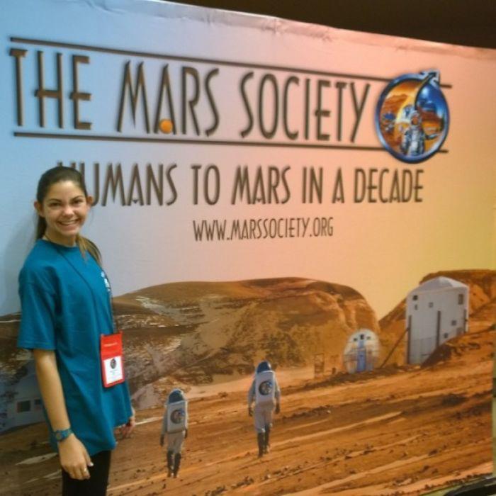 Девочка совмещает школьное обучение со специализированными тренировками в NASA.