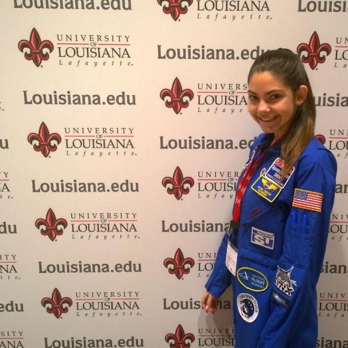 Девочка регулярно тренируется, чтобы в 32 года полететь на Марс.