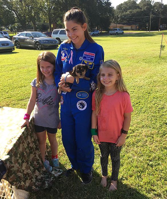 Алисса занимается в академии по подготовке астронавтов.