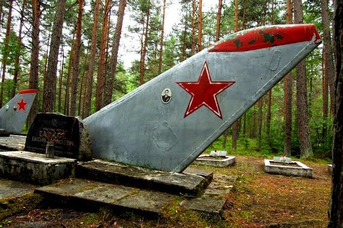Советские самолеты остались вместе с пилотами даже после смерти.