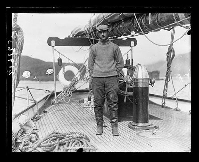 Рой Эндрюс на китобойном судне.