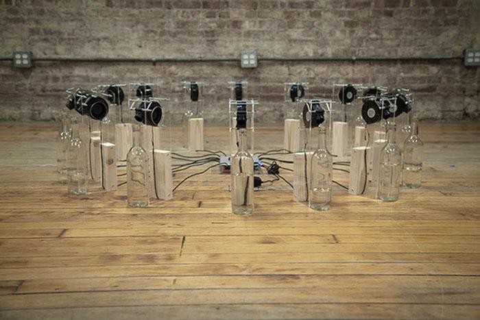 16 бутылок соответствуют основным направлениям ветра.