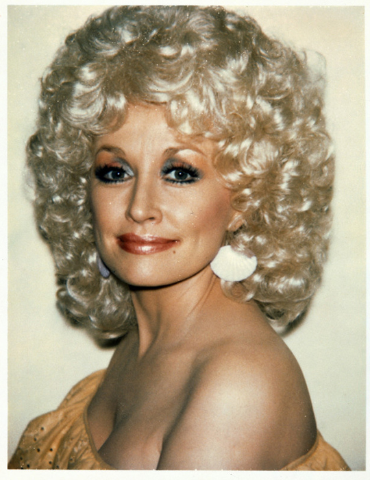 Долли Партон (Dolly Parton), американская кантри-певица.