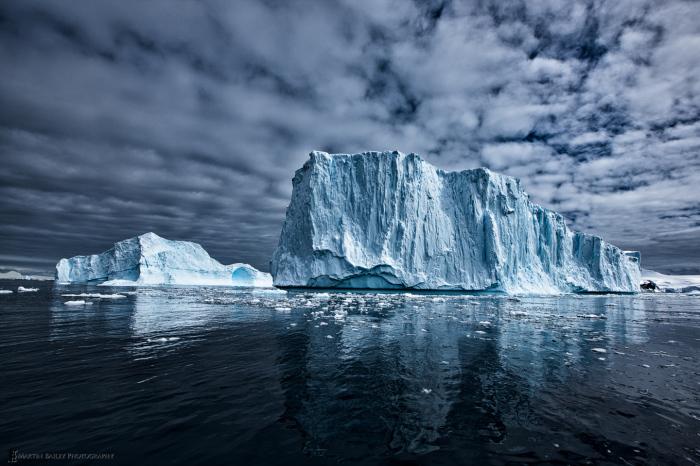 Почти вся поверхность континента покрыта льдом.