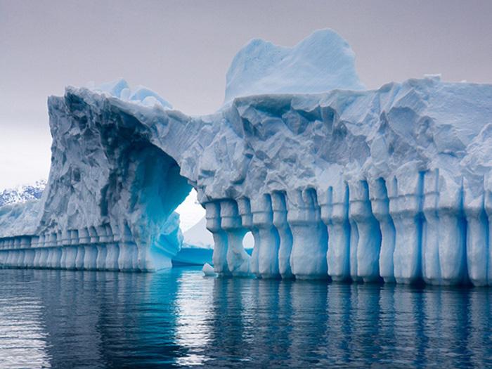 Антарктика - ледяной континент.
