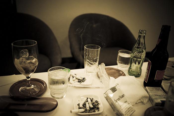 За столом переговоров.  Автор фото: Anton Kusters.