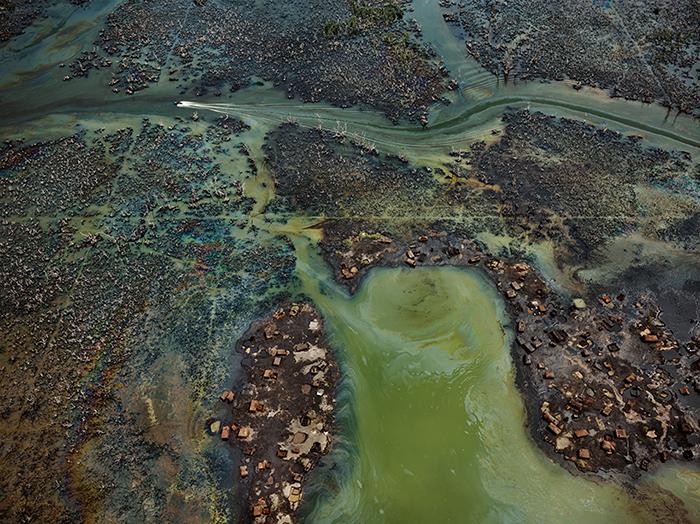 Нефтяная бункеровка, дельта реки Нигер, Нигерия, 2016.