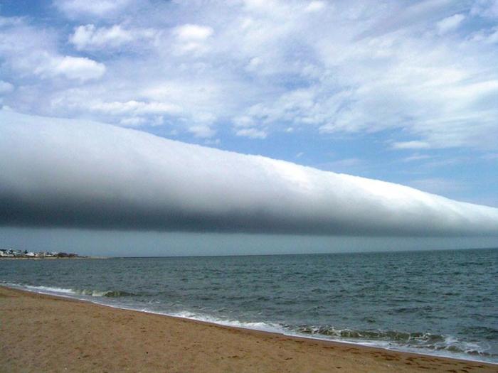 Рулонное облако над Уругваем.