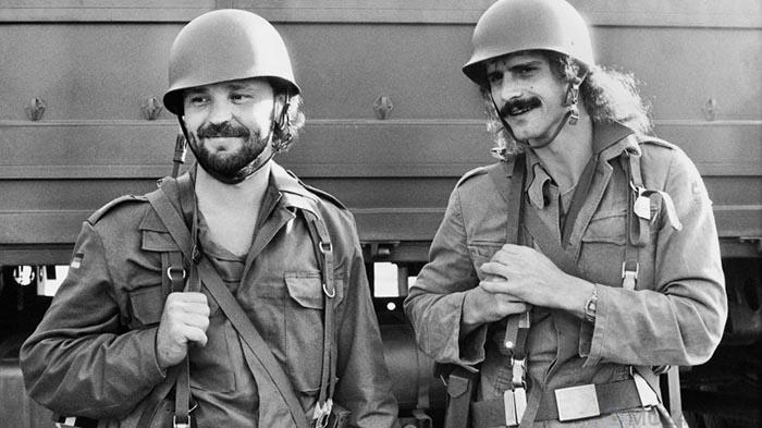 Некоторое время солдаты могли носить бороды, усы и длинные волосы.