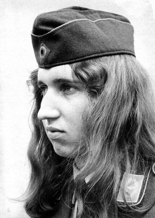 Длинноволосый солдат в Бундесвере.
