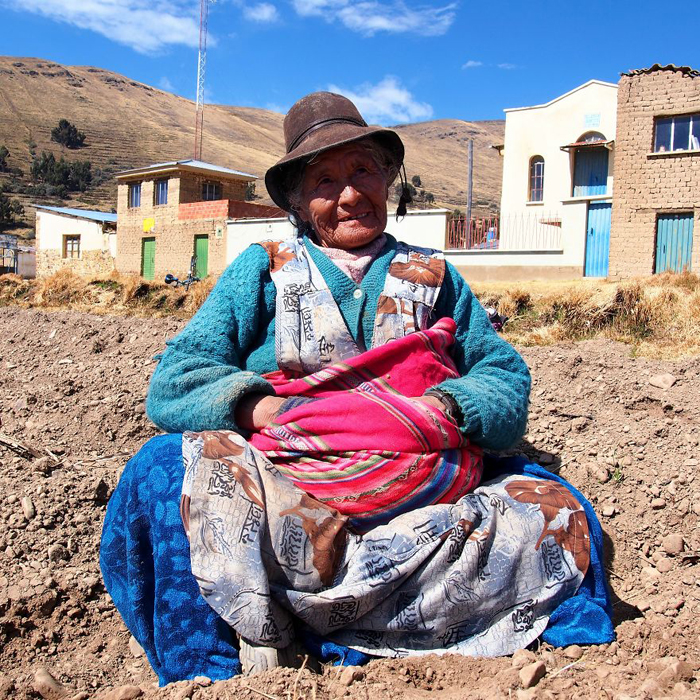 Браулия, фермер. Озеро Титикака, Боливия. Instagram aroundtheworld_in80styles.