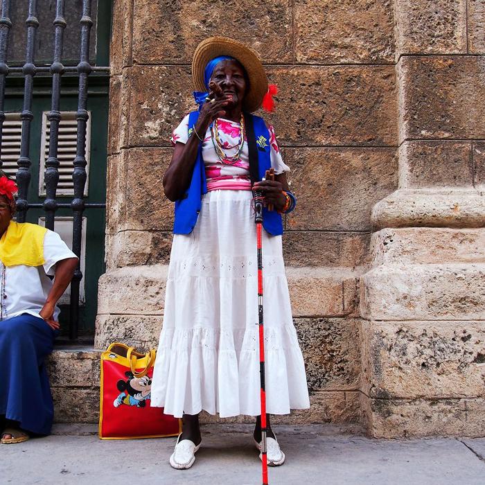 Глория, профессиональная курильщица сигар. Гавана, Куба.