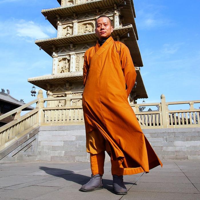 Вуи Бинг, буддийский монах и стражник храма. Китай.