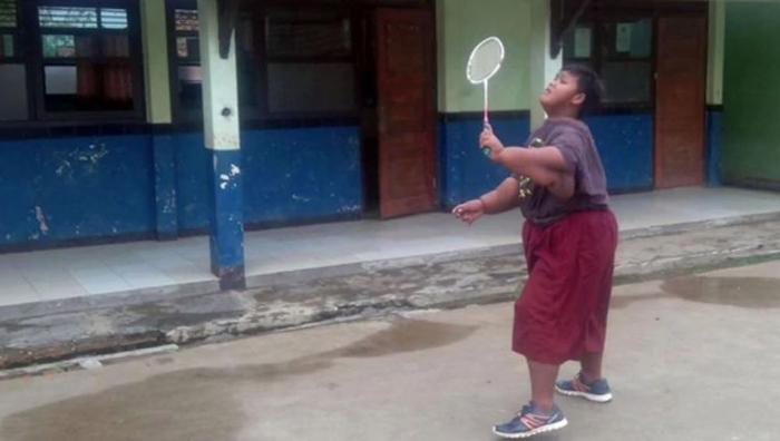 Сейчас мальчик может даже играть в игры с другими детьми, о чем год назад даже не смел мечтать.