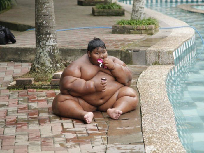 Самый толстый мальчик из Индонезии.