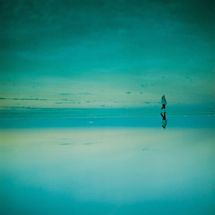 On Her Skin - фотосерия Асако Шимицу, сделанная в долине Уюни.