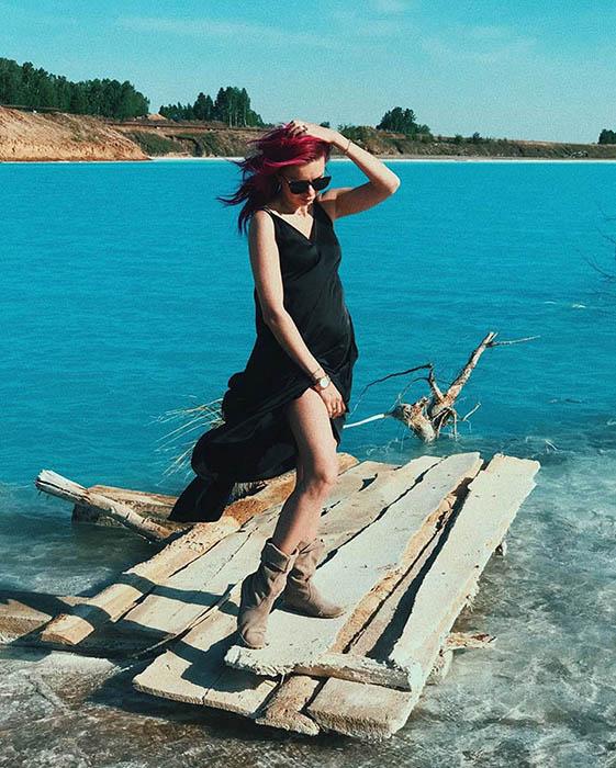 Озеро содержит золу и шлаки. Instagram maldives_nsk.