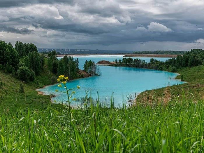 Вода в озере очень насыщена солями и минералами. Instagram maldives_nsk.