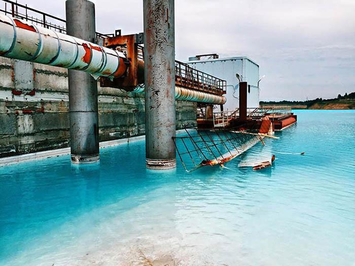 Это озеро не является естественным, в него спускается вода со шлаками из ближайшей ТЭЦ. Instagram maldives_nsk.
