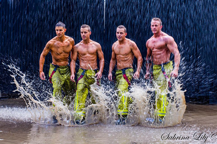 Традиция фотосессий пожарных для календарей началась в 1993 году.