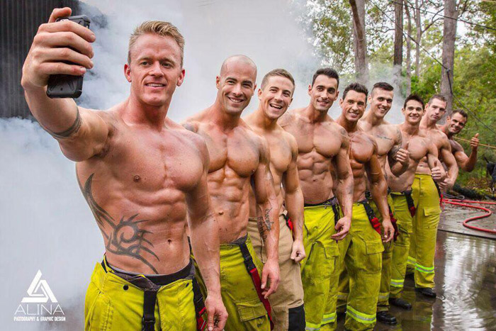 Для фотосессии приехали пожарные со всей страны.