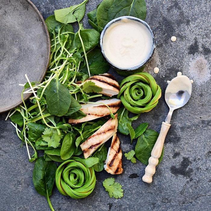 Мясо с зеленью и авокадо.  Фото: Colette Dike.