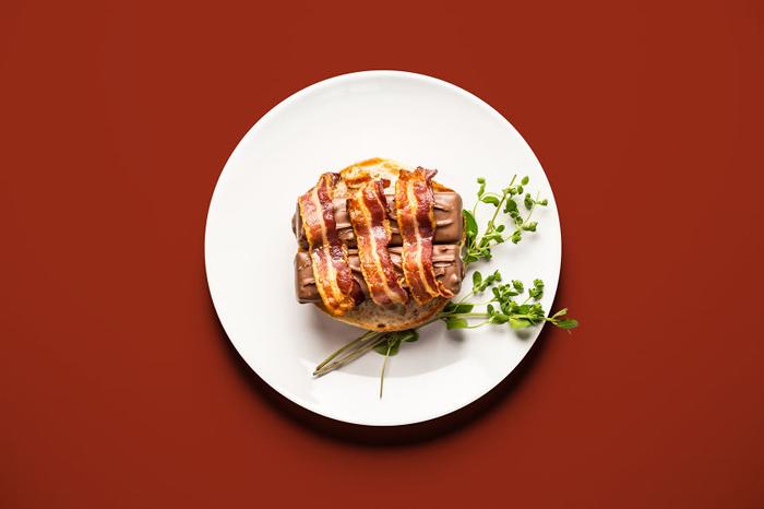 Бутерброд с беконом и батончиками