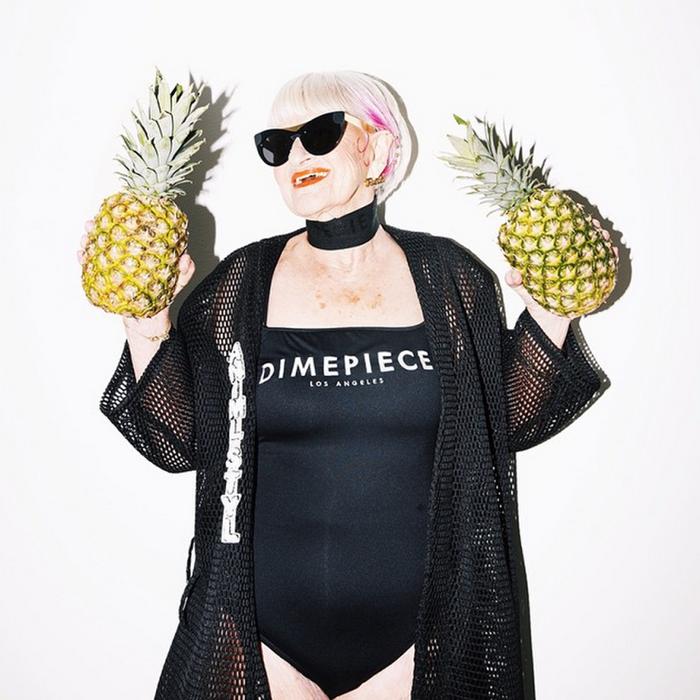 Бадди рекламирует купальники  Dimepiece.