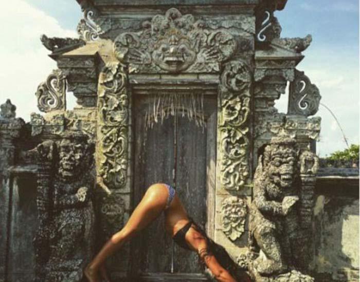 Индонезийцы негодуют непочтительным отношением иностранцев к их религии.