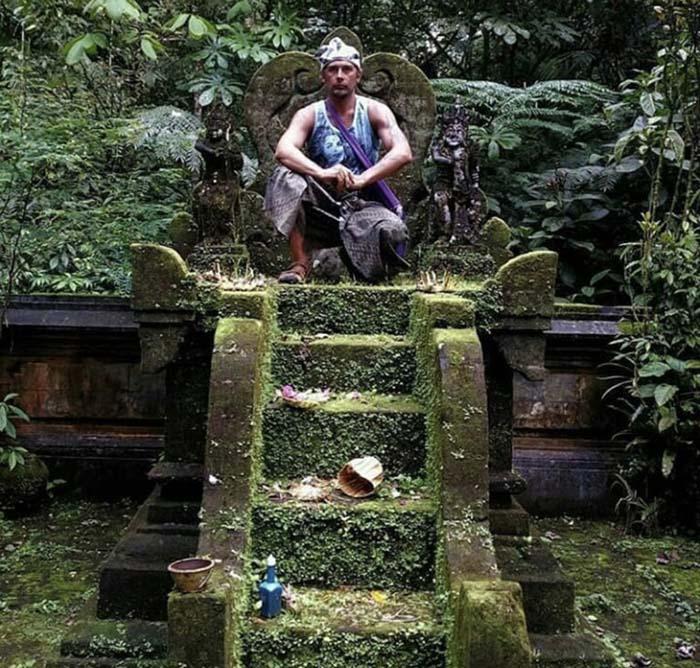 Фото датчанина, послужившее поводом для обсуждения поведения туристов на Бали.