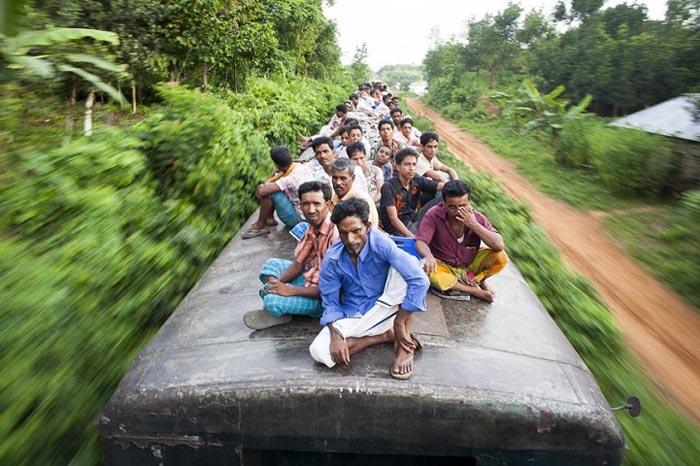 Опасная поездка на поезде. Автор фото: GMB Akash.