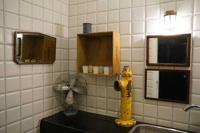 Общая ванная для бюджетных номеров.