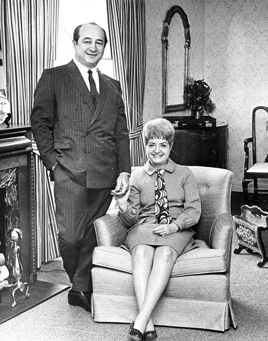 Рут и Эллиот Хендлеры позируют для журнала LIFE, 1968 год.