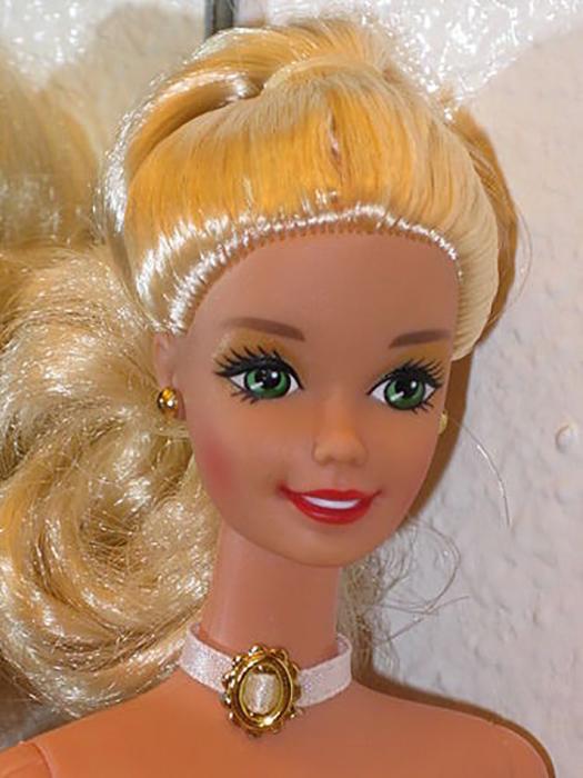 Классический вид куклы Барби.