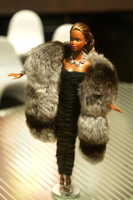 Барби в мехах.