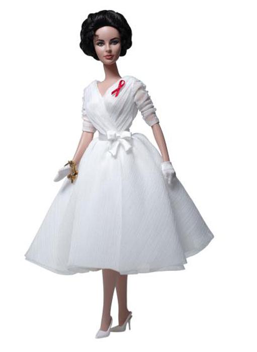 Кукла Элизабет Тейлор была выпущена в изящном белом платье.