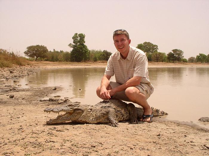Такое необычное поведение больших рептилий привлекает туристов.