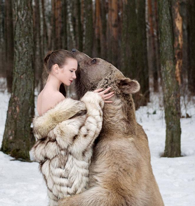 Фотосессия с медведем Степаном. Фото: Ольга Баранцева.