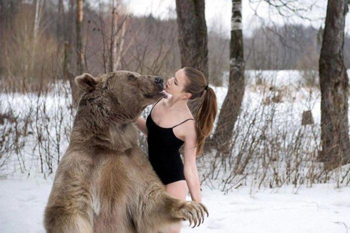 Танцы с медведем. Фото: Ольга Баранцева.