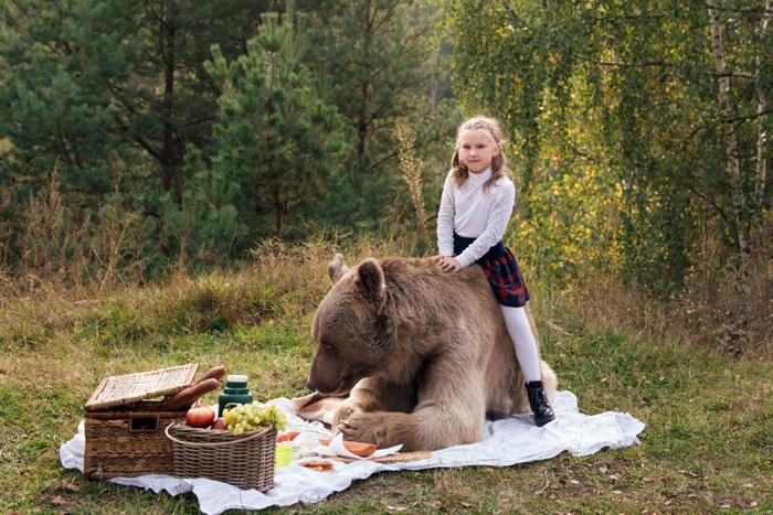 Пикник на природе с бурым медведем. Фото: Ольга Баранцева.