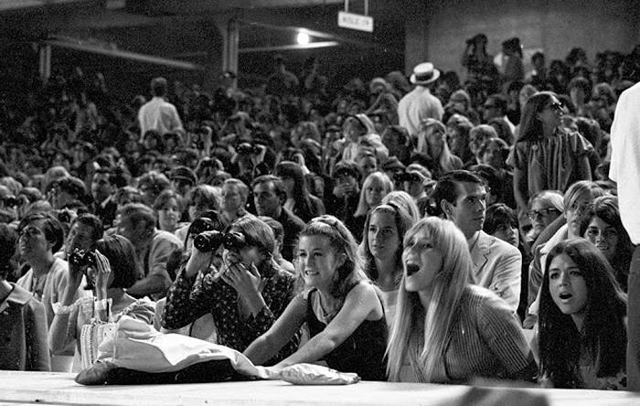 Аавгуст 1966г. Публика на концерте группы в Dodger Stadium.