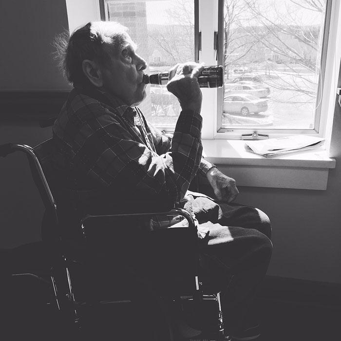 Мой отец в доме престарелых.
