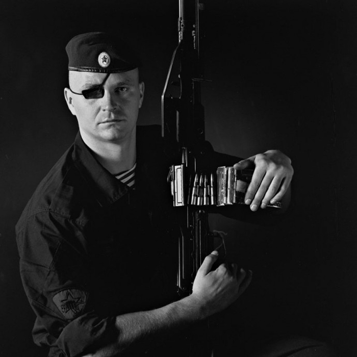 Капитан Андрей Болдырев. Спецназ. Ветеран второй чеченской кампании. Осенью 2000 Болдырев был ранен в Грозном, потерял глаз, но отказался уходить в отставку, приспособился и продолжает работать в спецслужбах.